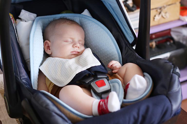 3-conseils-pour-le-premier-voyage-de-bebe-en-voiture