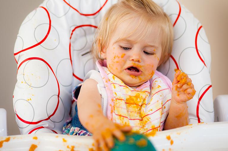 astuces-pour-retirer-les-taches-de-puree-de-carotte-de-bebe