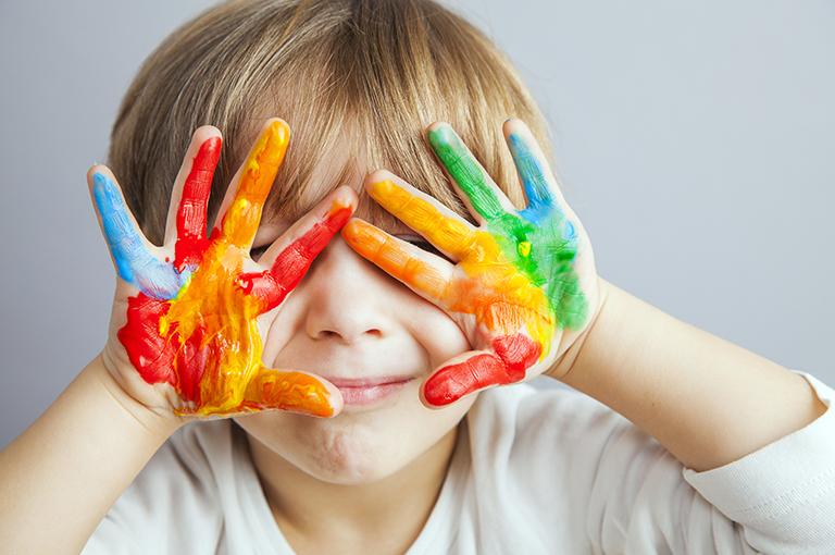 comment-apprendre-les-noms-de-couleurs-a-son-enfant-en-3-etapes