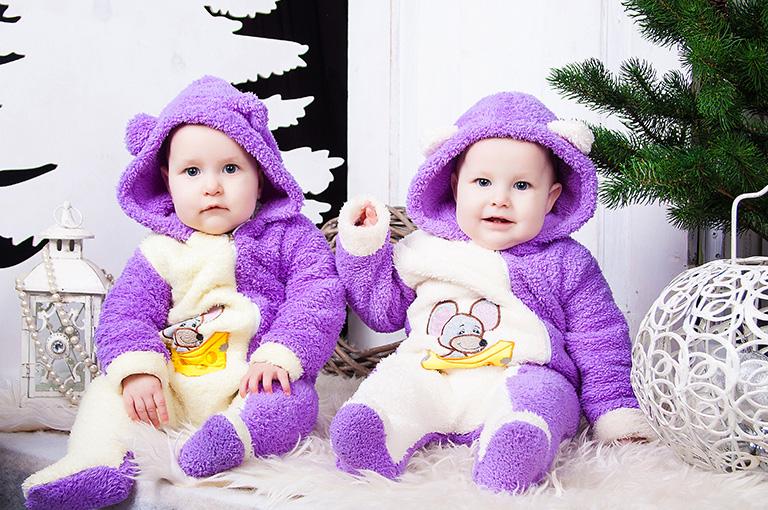 faut-il-habiller-ses-jumeaux-de-la-meme-maniere
