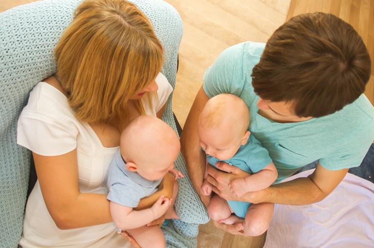 parents-de-jumeaux-4-astuces-qui-marchent