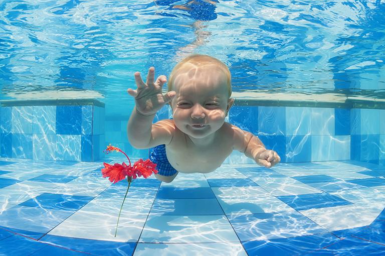 bebe-pourquoi-linitier-a-la-natation