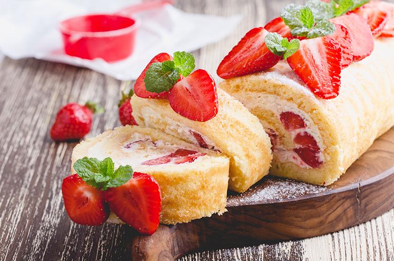 le-delicieux-roule-aux-fraises-pour-vos-petits-gourmands