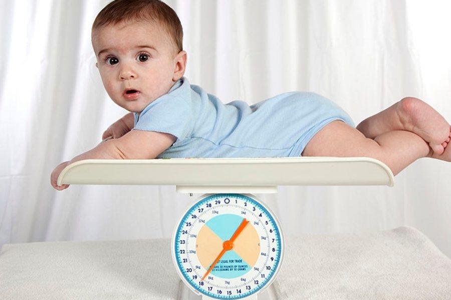 comment-utiliser-un-pese-bebe-correctement
