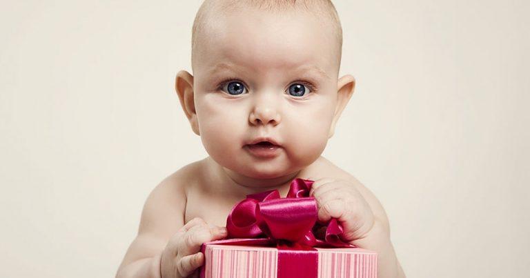 que-mettre-dans-le-panier-cadeau-de-bebe