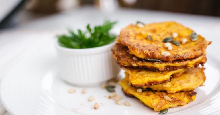 recette-originale-de-pancakes-de-legumes-a-la-carotte-et-courgette