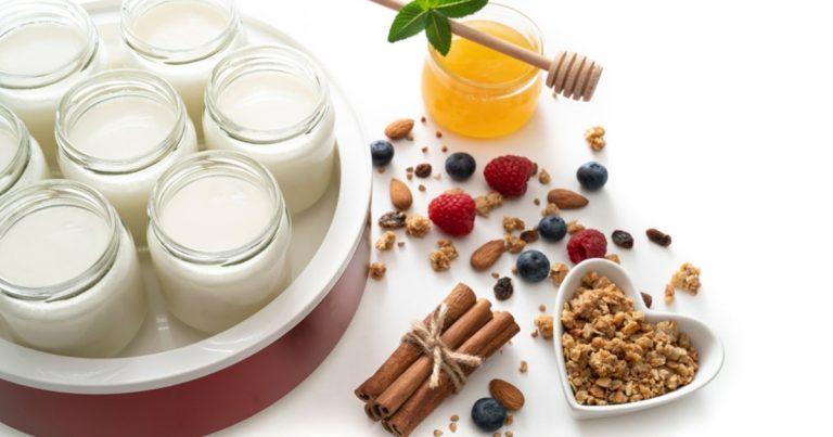 yaourt-nature-fait-maison-bon-pour-les-enfants