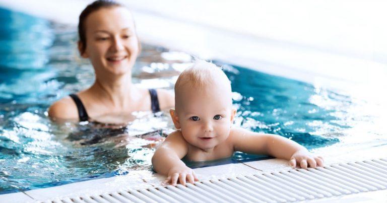 bebe-commence-a-nager-que-faut-il-savoir