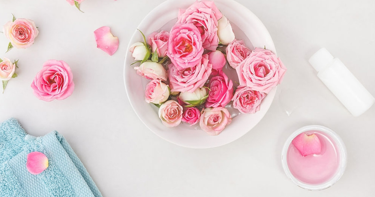 lotion-de-leau-de-rose-pour-les-cheveux